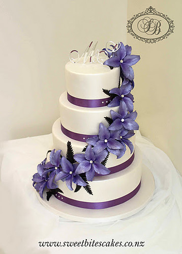 pictures of wedding cakes with purple flowers purple flower wedding cake flickr photo 18476
