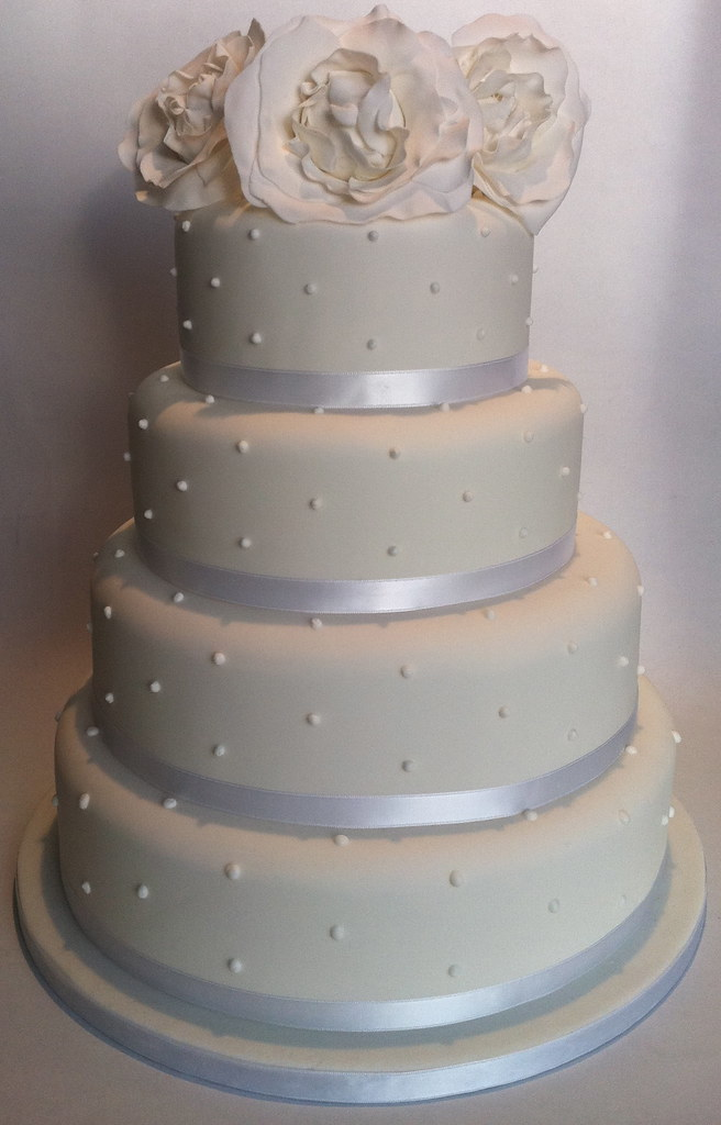 wedding cakes 4 tier round white 4 tier pearl detail wedding cake with sugar pe 23754