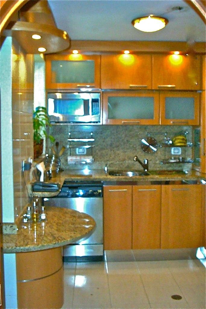 Cocina para apartamento peque o moderna minimalista flickr for Cocinas para apartamentos pequenos