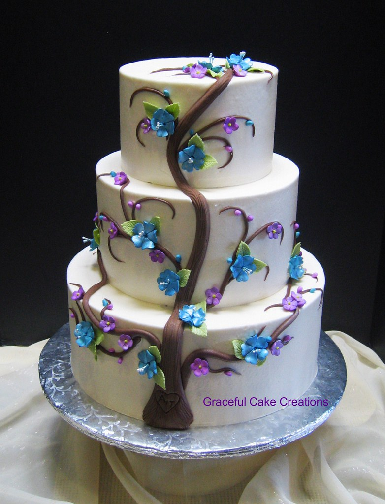 Classic Wedding Cake With Flowers
