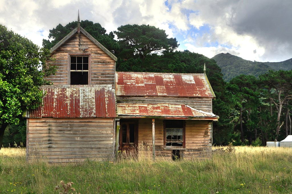 Old house cross creek lake wairarapa wellington new ze for Old american style houses