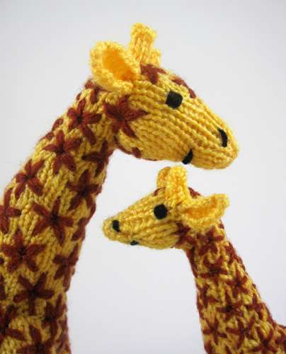 Knitted giraffe mother and baby heads The knitting pattern? Flickr