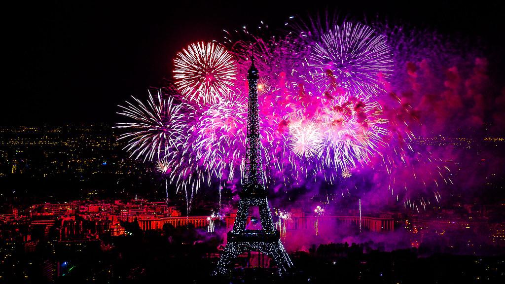 feu d artifice du 14 juillet 2012 sur le de la tour flickr