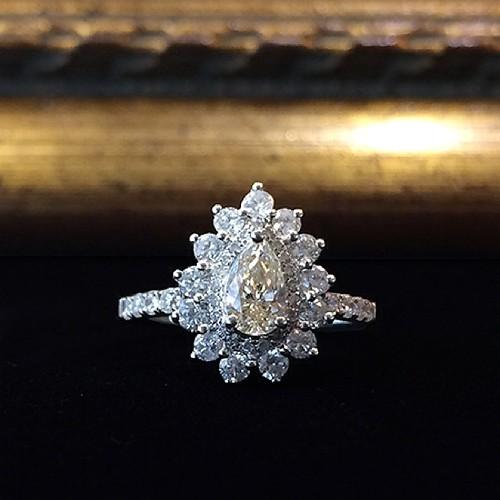 Купить золотые украшения примиум класса. предыдущая страница. кольцо цветок с бриллиантом 0.5 карат. кольцо цветок с