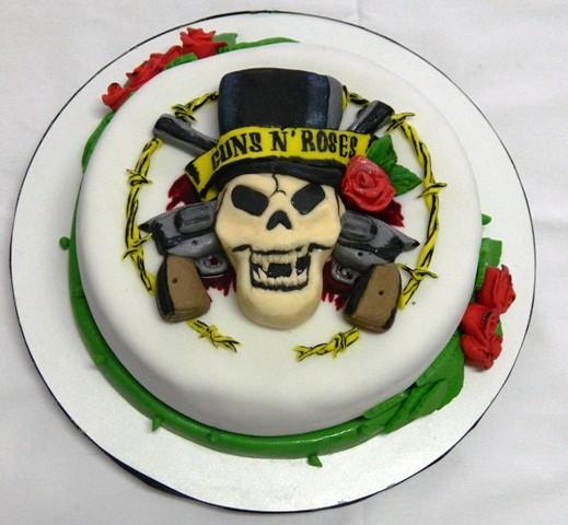 guns n' roses cake by Ana Fuji