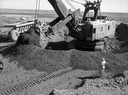 Oahe Dam Construction A Display Of Six Images Of The