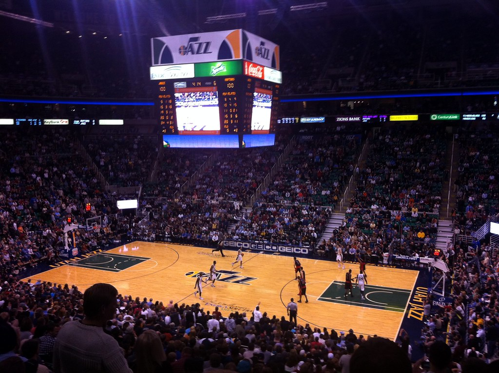 En El Energy Solutions Arena De Los Utah Jazz Subiendo