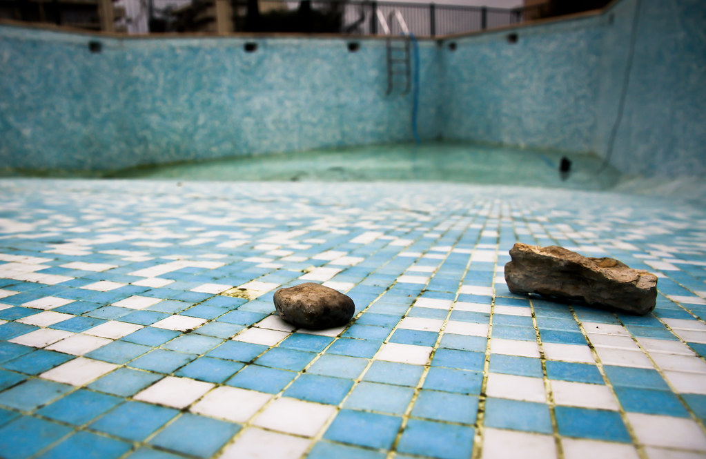 Winter swimming pool mar e basse dans la piscine d 39 hiver for Apprendre a plonger dans la piscine
