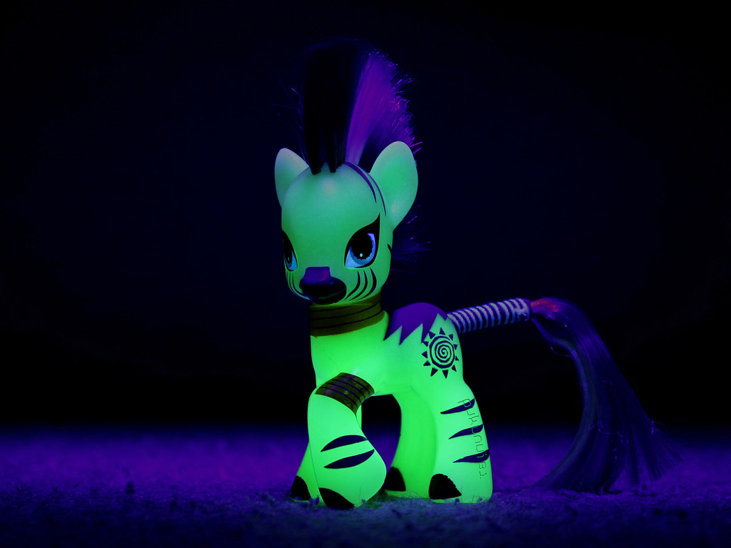 Hark You Pony Folk Hark For I Do Glow In The Dark Zecora