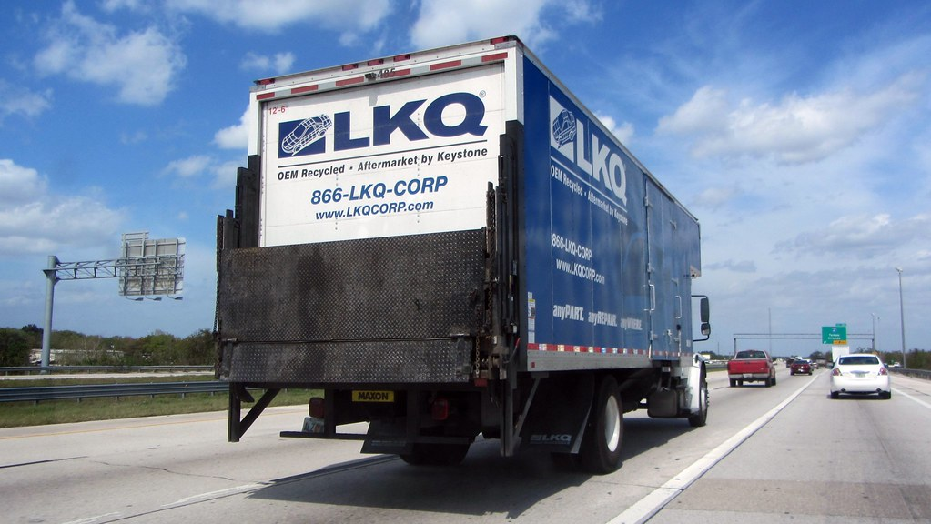 lkq freightliner m2 with maxon liftgate