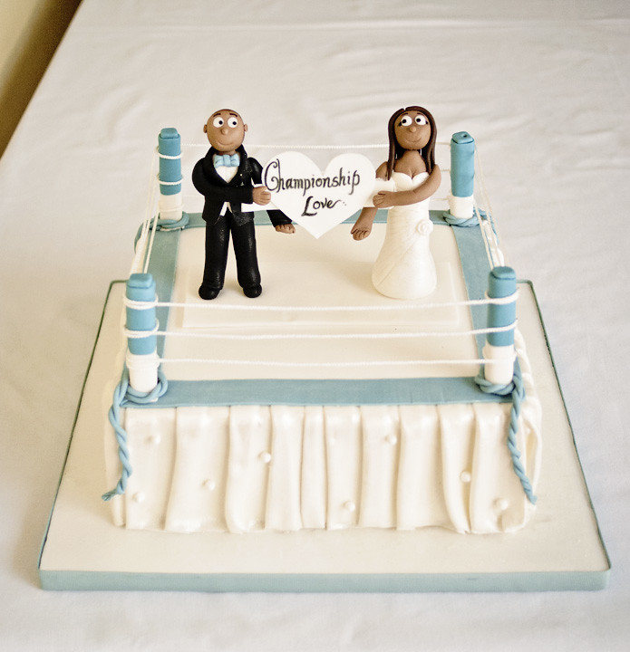 boxing wedding cake toppers 2012 04 14 boxing ring wedding cake with toppers angie 12112