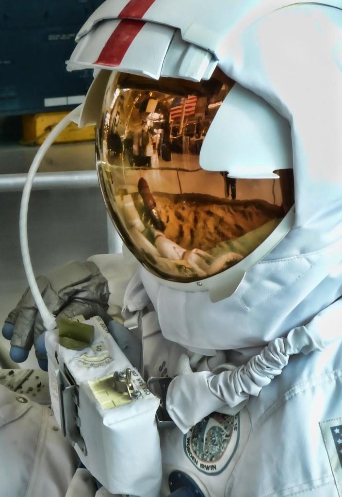 apollo 11 space helmet - photo #18