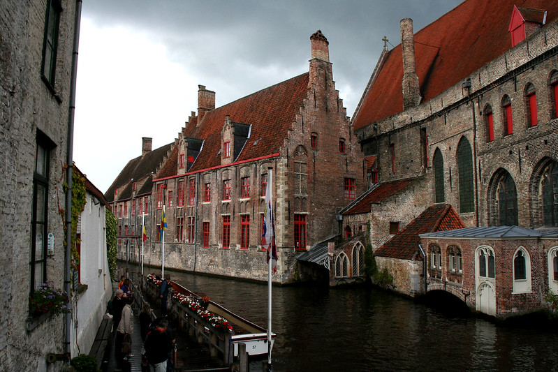 Bruges in red