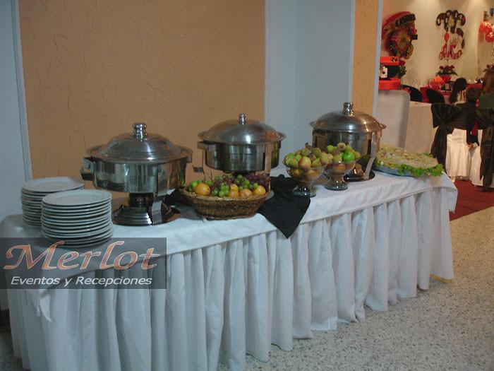 Montaje mesa de buffet con frutas merlot eventos flickr - Mesas para buffet ...
