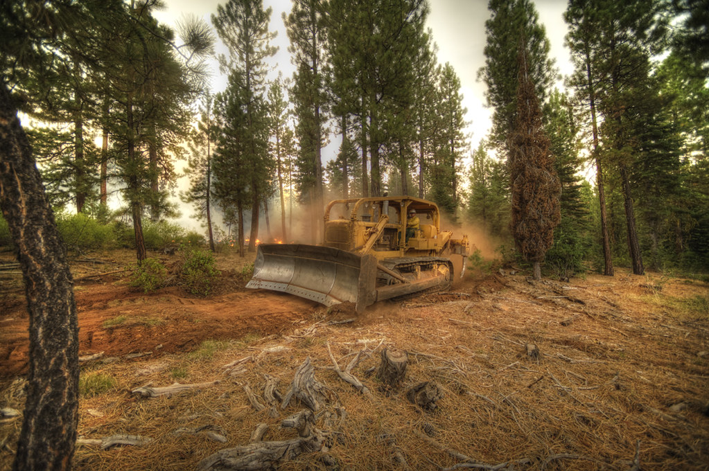 New California Fire >> Barry Point Fire | Dozer operator constructs a fire break on… | Flickr