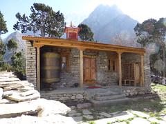 Große Gebetsmühle am Kloster von Sama Gompa