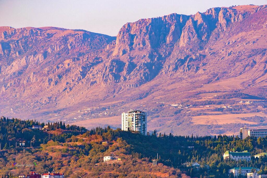 Alushta with mountain Demerdji