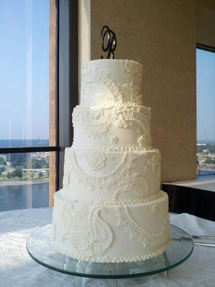 wedding cake lace frosting piped lace buttercream wedding cake jan lewandowski flickr 23051