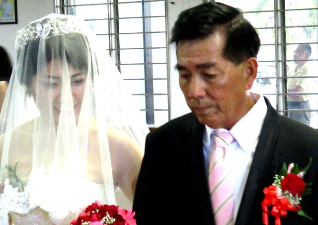 Aaron & Ling Hie's wedding - father & bride