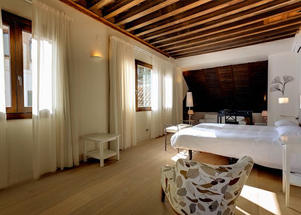 Habitación del Shine Darro, uno de los alojamientos baratos de Granada mejores para dormir
