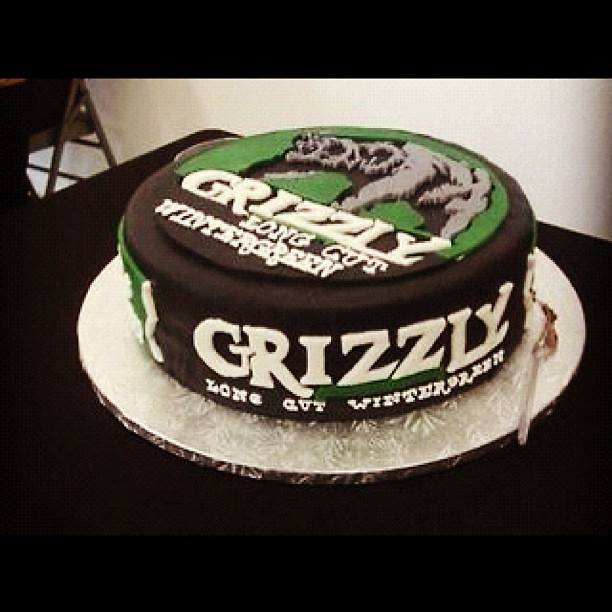 Skoal Can Cake