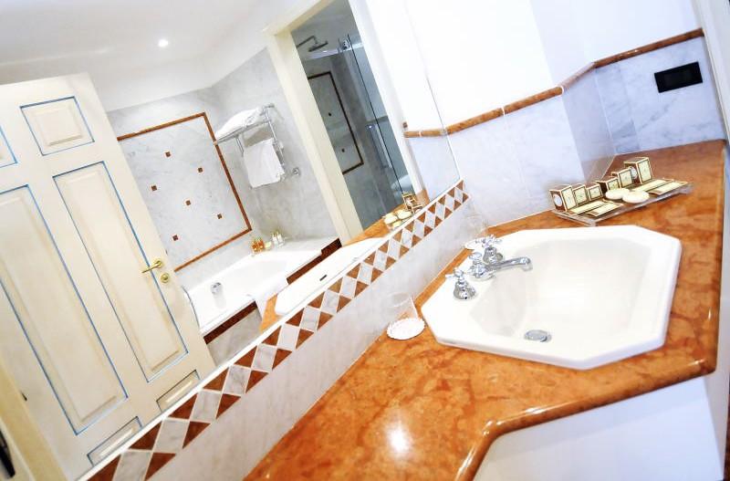 Presidential suite bagno grand hotel imperiale lake como flickr - Bagno imperiale ...