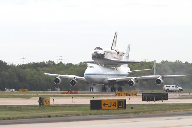 space shuttle discovery at dulles airport - photo #21