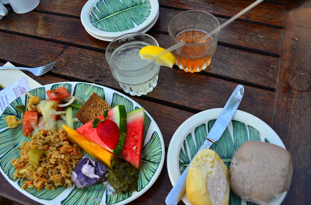 Hawaiian food at luau traditional hawaii party feast for Authentic hawaiian cuisine