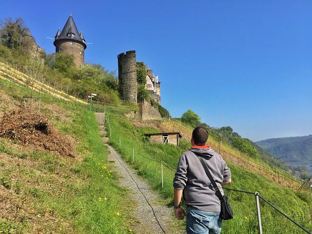 Sele subiendo al castillo de Stahleck en Bacharach (Alemania)