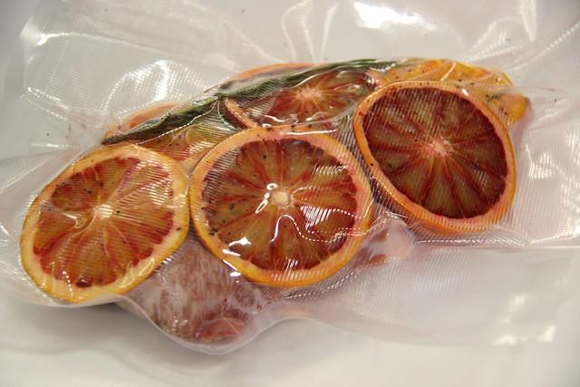 Presa ib rica con naranjas sanguinas y romero envasada al for Cocinar al vacio en casa