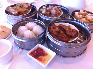 PIC: And so the dim sum begins. W/ @unpoete & VC | by @jozjozjoz