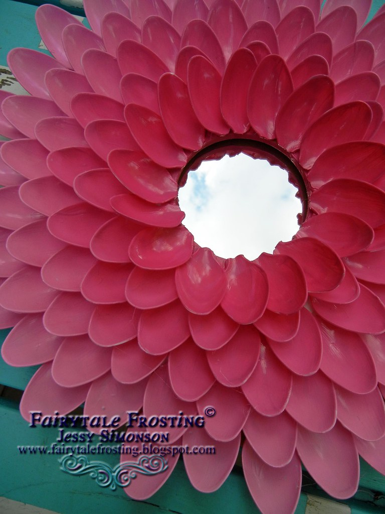 Ombre spoon flower mirror close up its made from plastic for Flowers made out of plastic spoons
