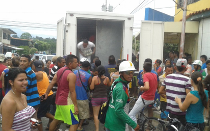 Saquean camión de alimentos en El Vigía, Mérida