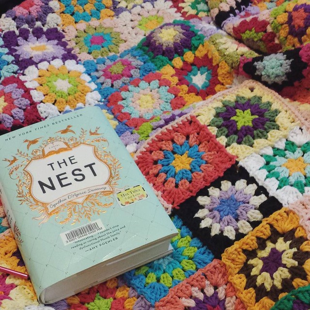 'sc'ing around my blanket and reading The Nest when I take breaks #crochetgirlgang #crochetersofinstagram #craftastherapy #watchmewipkal #booksandyarn