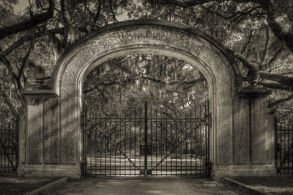 The Gates Of Wormsloe Plantation Behind These Gates Lies