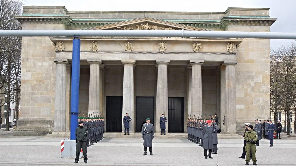 Neue Wache Berlin | Ehrenformation des Wachbataillons der ...