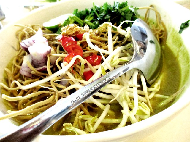 Flavours Thai Kitchen Chiangmai curry noodles 1