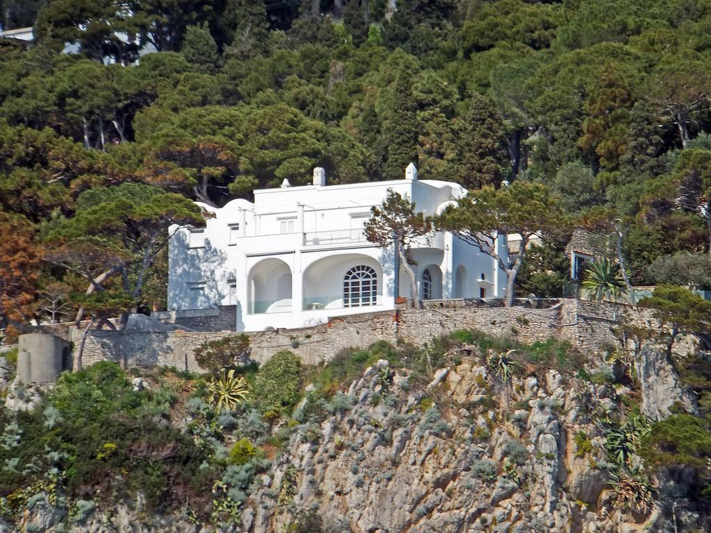 La villa de giorgio armani capri fran oise et g rard for Villas in capri
