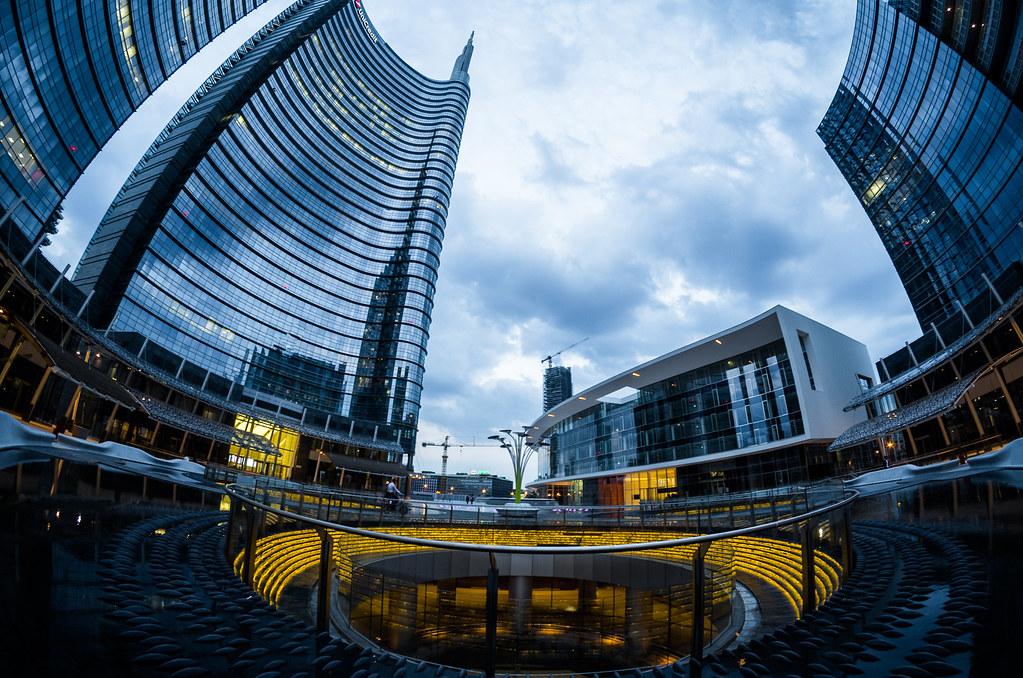 Milano corso como palazzo unicredit inseguendo l 39 ora for Corso stilista milano
