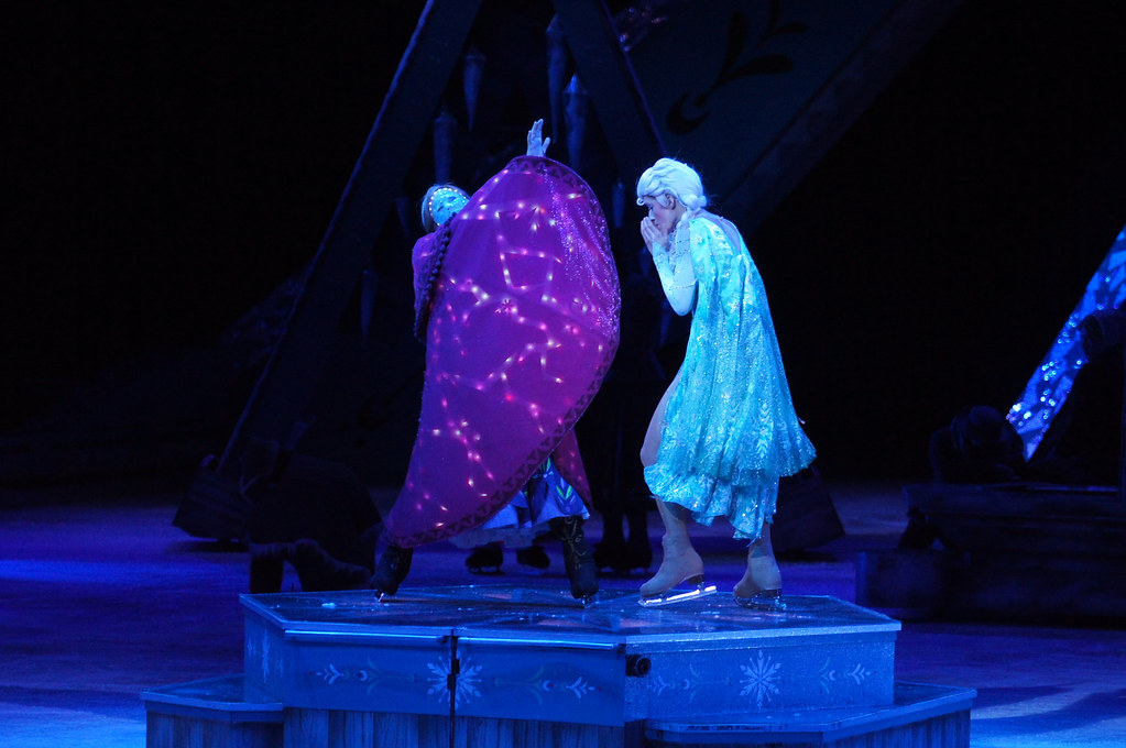 Elsa and Frozen Anna - Disney On Ice Frozen | Rogers Centre ...