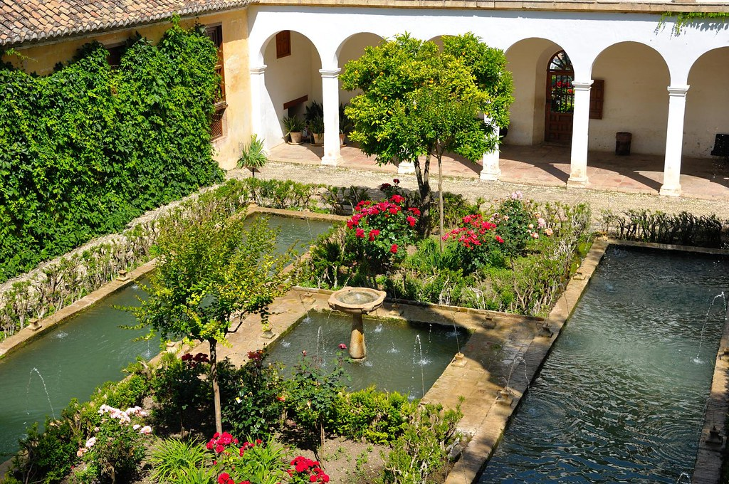 Granada alhambra generalife garden 1 2 the for Garden city pool jobs