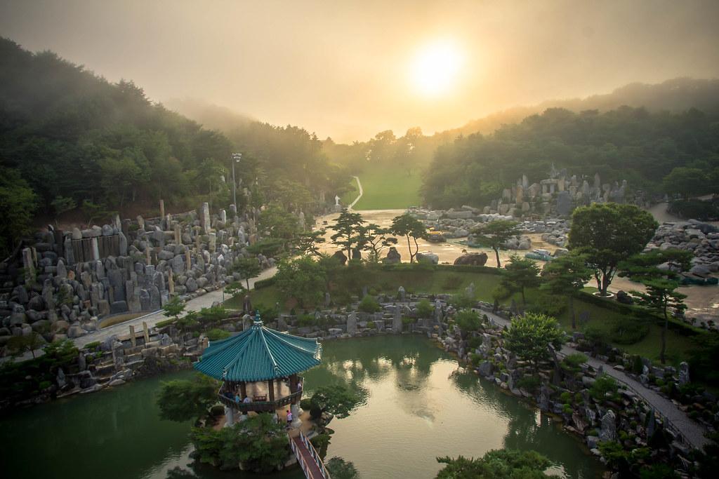攝理教會月明洞自然聖殿