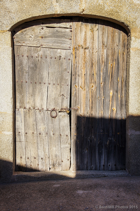 Vieja puerta de madera en Can Sobrepera
