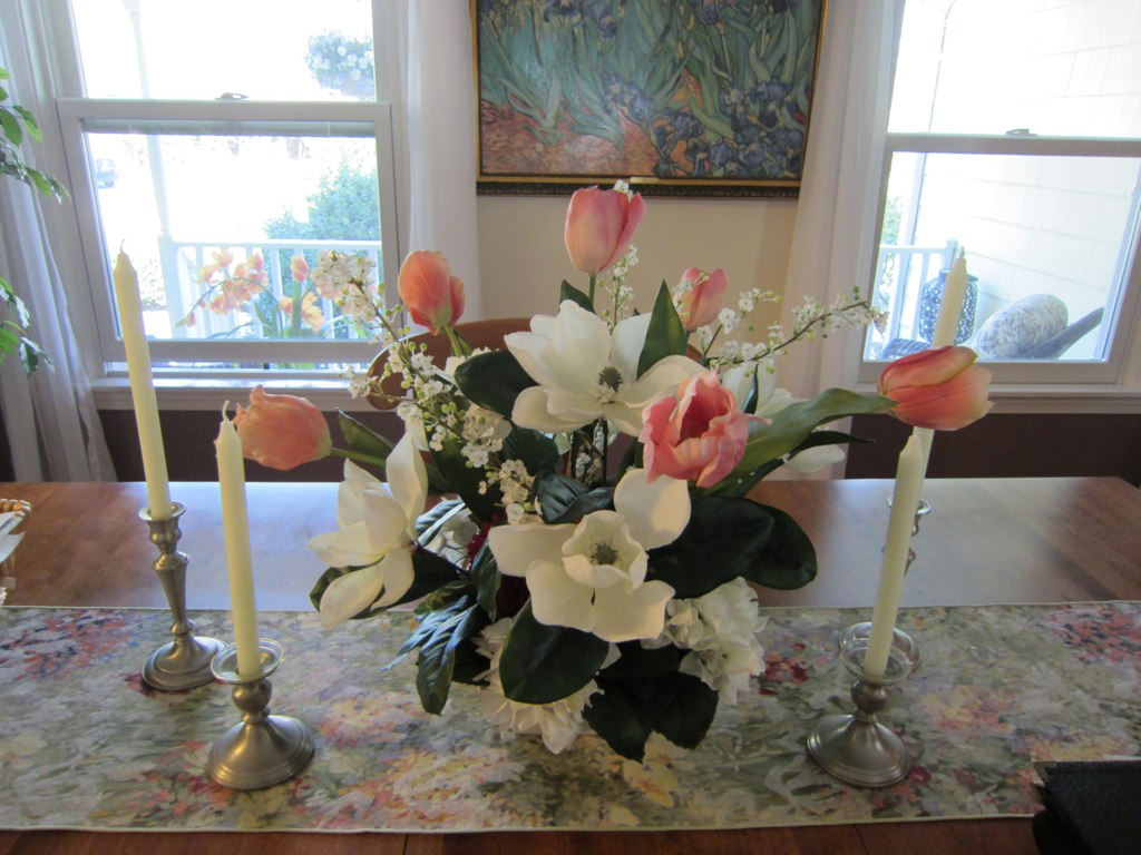 Dining room table flower arrangement barbara wernli for Dining room flower centerpiece