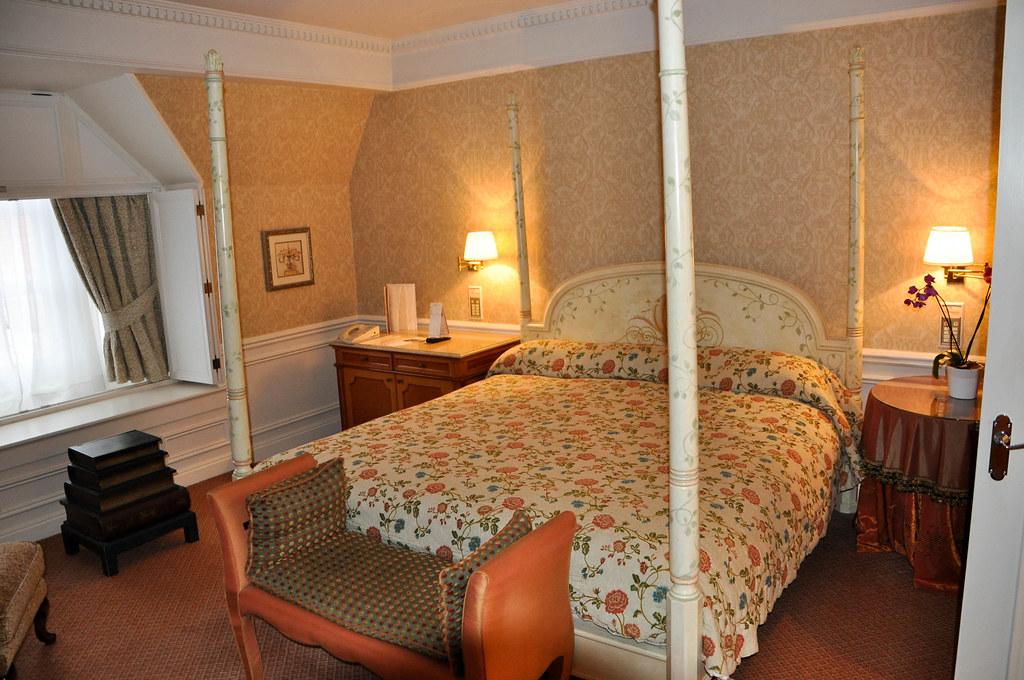 Hotel disneyland paris habitaci n principal de la suite for Habitacion familiar disneyland paris