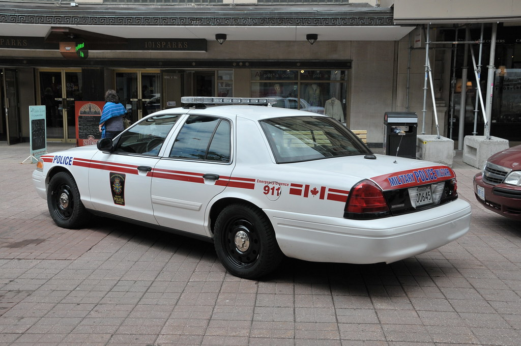 Canadian Military Police Dnd Ford Crown Victoria Interce