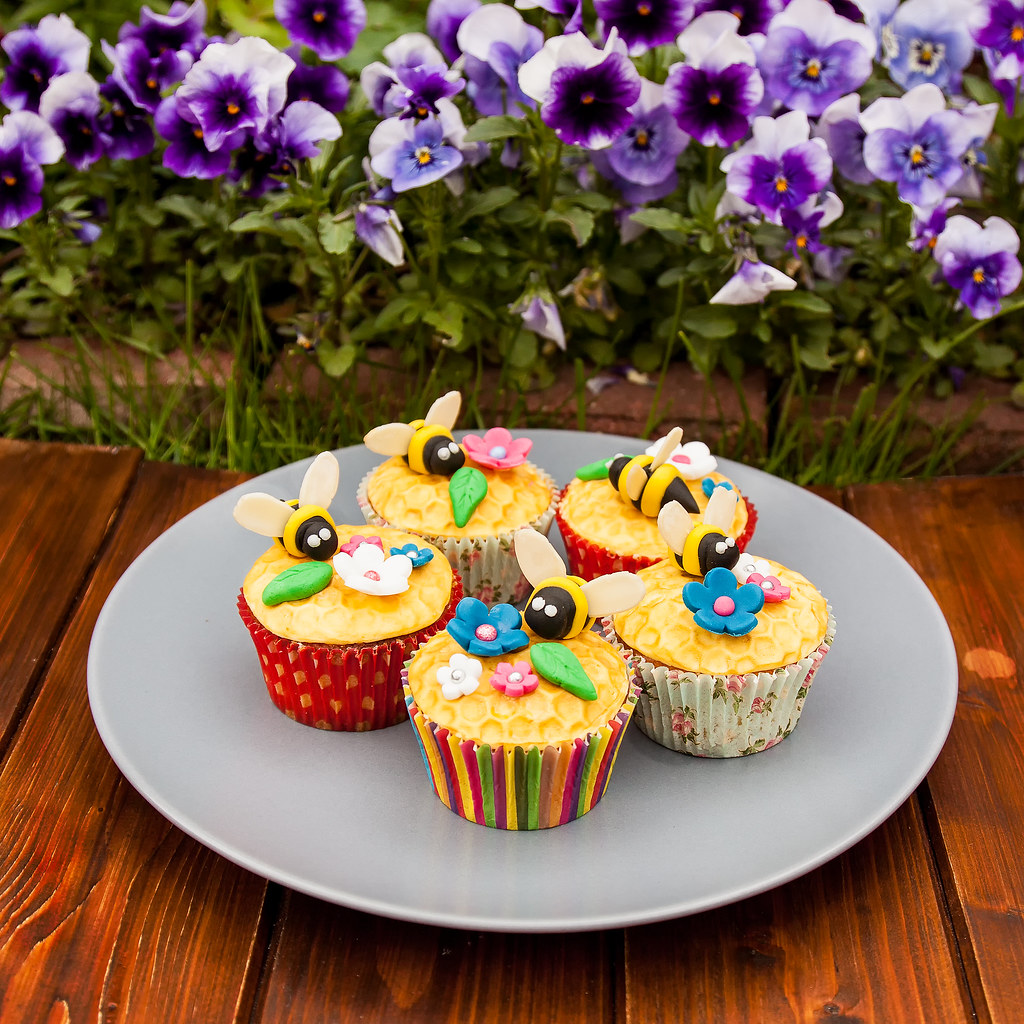 Honey Bee Cupcakes 5 On Plate Dave Griffiths Flickr