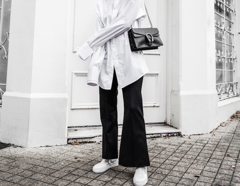 FARFETCH x MODERN LEGACY statement shirt overlong sleeves Ellery cropped flare Celine sneakers Gucci Dionysus bag black fashion blogger monochrome minimal street style (4 of 11)