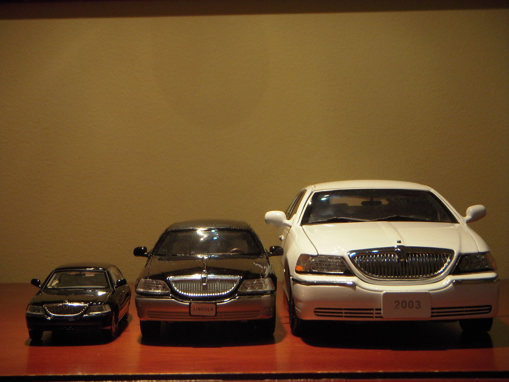 2003-2011 Lincoln Town Car Scale Models 1:43, 1:28 and 1:1 ...