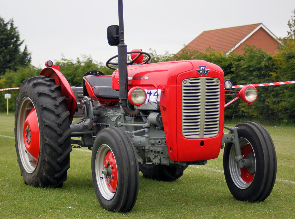 massey ferguson mf 35 4 cylinder massey ferguson mf 35 at flickr. Black Bedroom Furniture Sets. Home Design Ideas